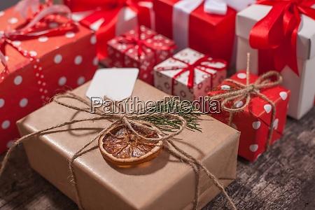 caixas de presente de natal embrulhadas