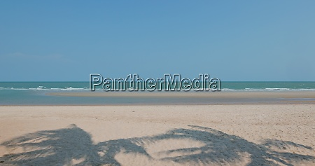 praia do mar e ceu azul