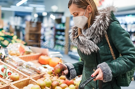 woman, wearing, ffp2, face, mask, shopping - 29261175