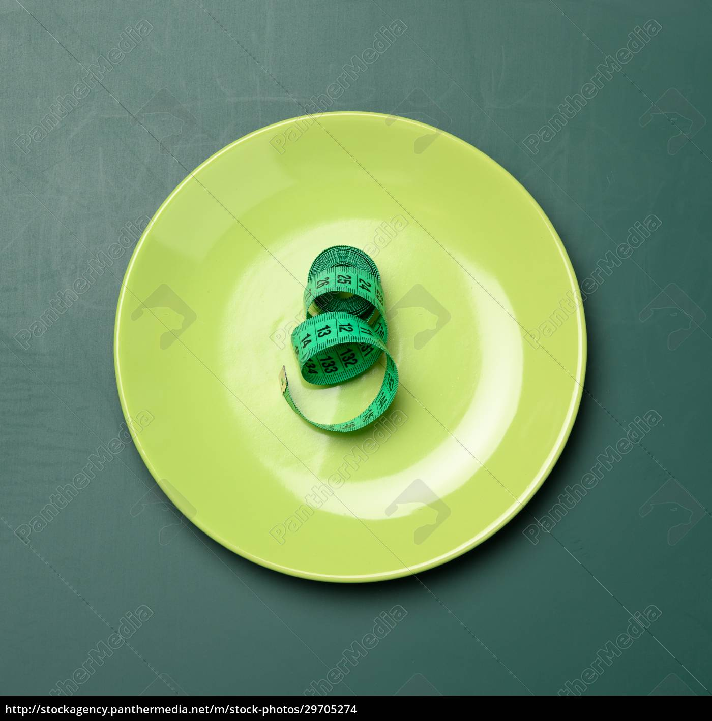 green, round, plate, and, green, measuring - 29705274