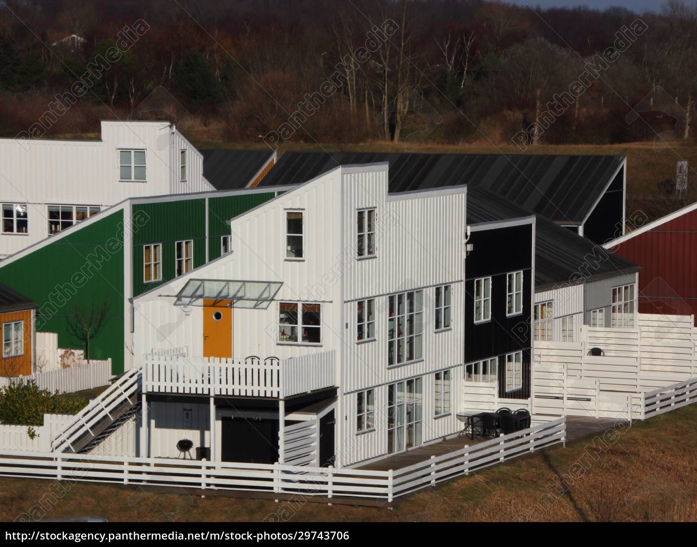 casas, coloridas, com, cercas, em, perspectiva - 29743706