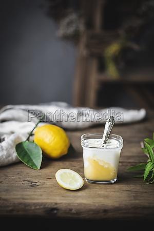 vida de vidro com iogurte caseiro
